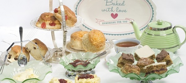 Enjoy an Afternoon Cream Tea gift – delivered FREE