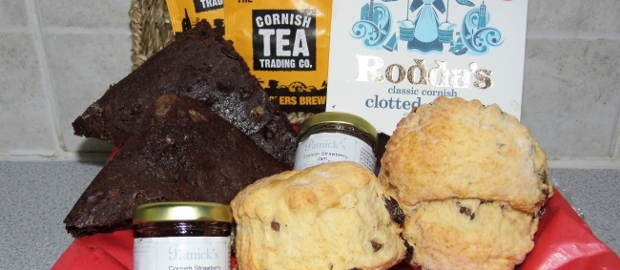 Traditional Cornish cream tea 'by post'… for Dad! Order now.